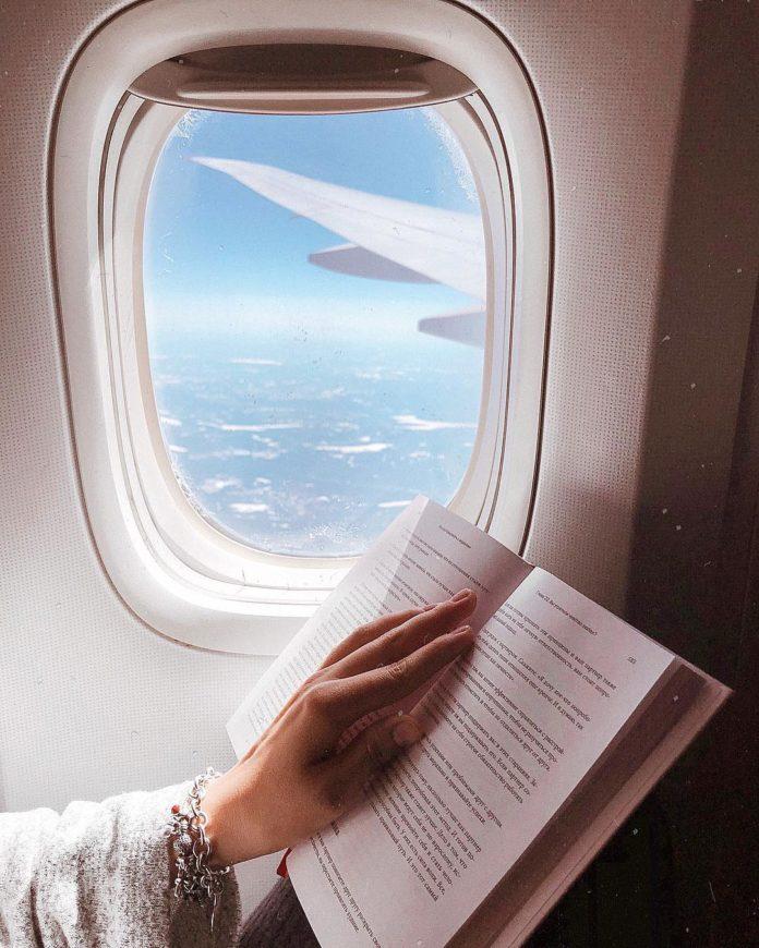 Чтение в самолете